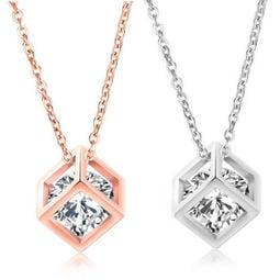 《 QBOX 》FASHION 飾品【C19N706】 精緻女款微鑽鋯石幾何方形鍍玫瑰金墬子項鍊