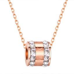 《 QBOX 》FASHION 飾品【C100N1435】精緻秀氣圓形羅馬數字鑲鑽玫瑰金鈦鋼墬子項鍊