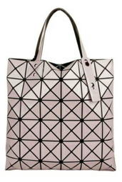 920ff31d48 近全新ISSEY MIYAKE 幾何方格BAOBAO 手提包6x6 (米白色)