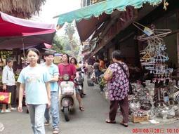 人口集中的左營果貿菜市場攤位出租