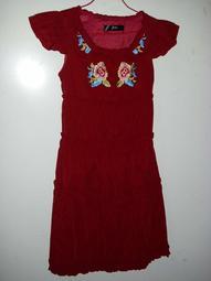 潮流帥衣  韓風酒紅色水蜜桃絲玫瑰刺繡設計款後腰綁帶造型少淑女洋裝 S 衣長92公分 胸圍34吋腰圍22-30吋學字櫃