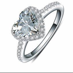 歐美專櫃純銀心型戒指 微鑲飾品 主鑽1克拉方鑽包邊高碳鉆石 定制鉑金18K純銀戒指 高碳仿真鑽石  FOREVER鑽寶