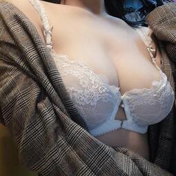 現貨 女生內衣超級舒服好穿 自然胸型 透明透視內衣 超薄款薄杯無海綿無內襯 性感蕾絲邊爆乳集中胸罩大呎碼胖MM  成套內
