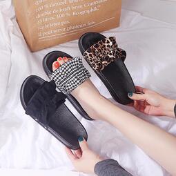 時尚豹紋可外穿涼拖鞋女2020夏季新潮款清涼露趾一字型平底涼拖鞋